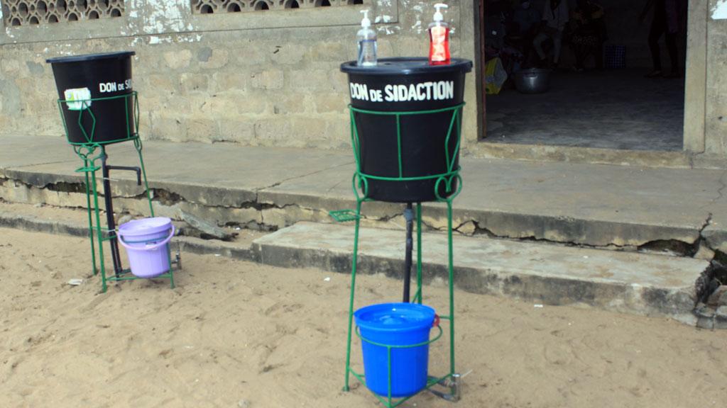 Don de dispositif de lave mains à l'EPP d'AGLA avec l'appui du partenaire SIDACTION